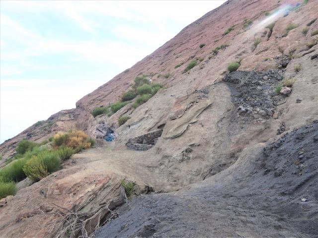 vegetazione sentiero cratere isola vulcano