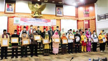 Delapan Budayawan dan Seniman Terima Penghargaan