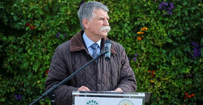 Kövér László lélegeztetőgépeket adott át a csíkszeredai kórháznak