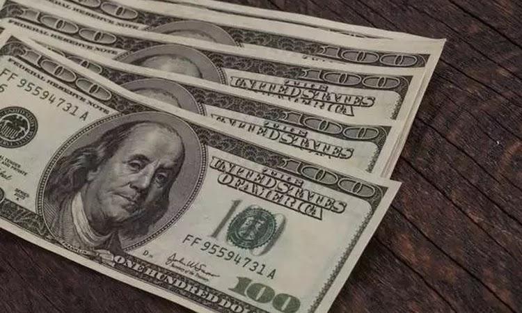 Dólar fecha com maior alta desde abril, custando R$ 5,537