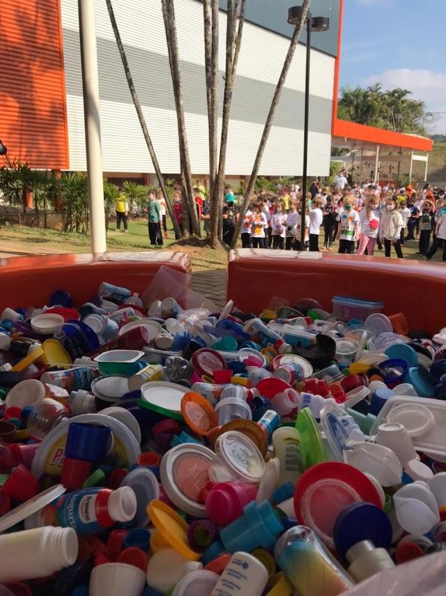 Quatro maneiras de transformar lixo em dinheiro e praticar solidariedade