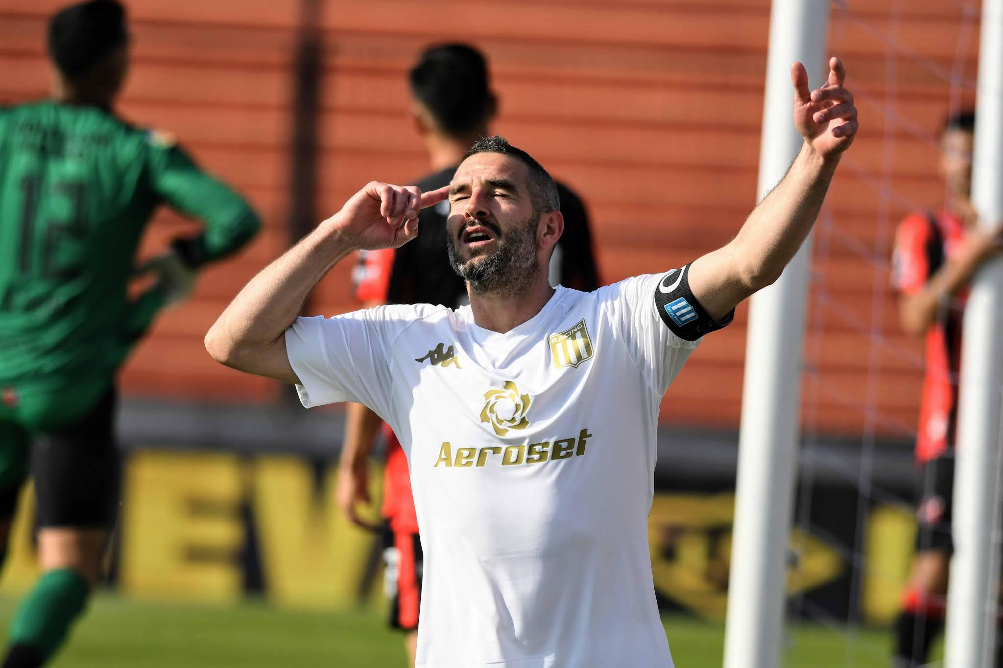 Racing Club venció por 2-1 a Patronato, en un encuentro jugado esta tarde en el estadio Presbítero Bartolomé Grella, de Paraná, válido por la fecha 15 de la Liga Profesional de Fútbol (LPF).