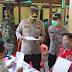 Kapolres Ngawi Cek Penyerahan Bantuan Tunai Bagi 230 Pedagang Kali Lima Dan Warung