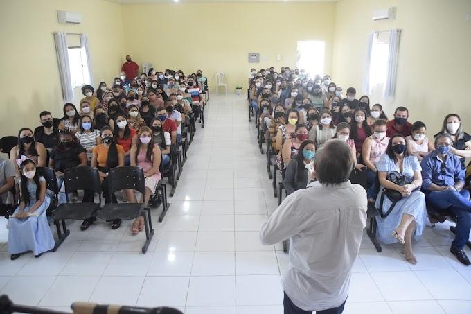 Projeto 'Ao Mestre com Carinho' homenageia os professores das escolas municipais de Cariré-CE