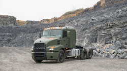 Mack Defense giới thiệu xe tải Line Haul 60 tấn của mình tại AUSA