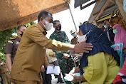 Bupati Sergai Tinjau Vaksinasi Door to Door di Desa Sei Buluh