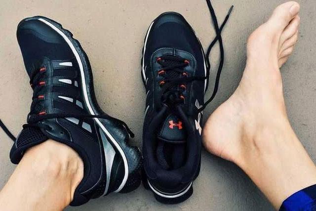 طرق التخلص من رائحة الاقدام والحذاء الكريهة