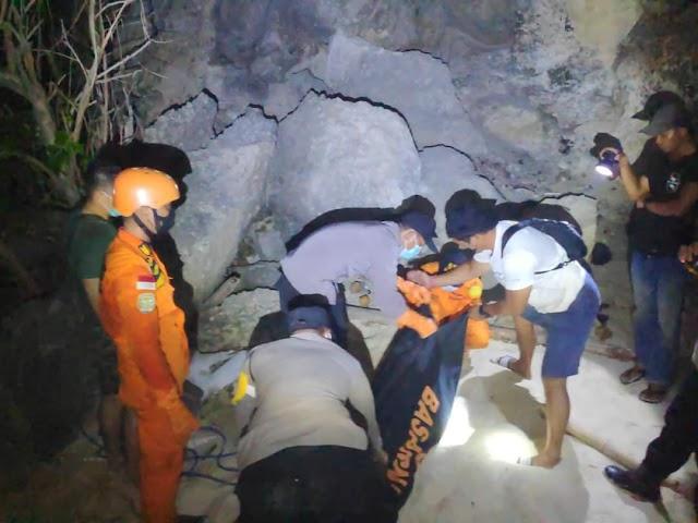 Dua Orang Terseret Arus Di Pantai Kelingking Beach Nusa Penida