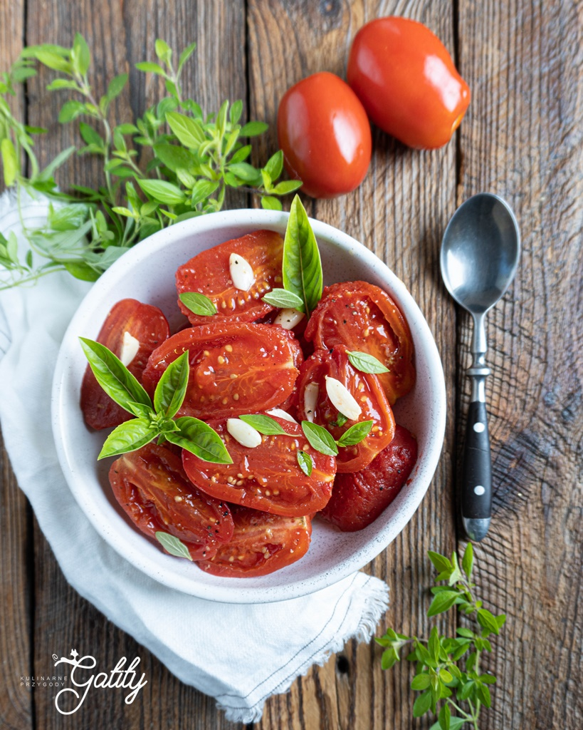 czerwone-pomidory-w-misce
