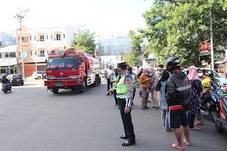 Satlantas Polres Pelabuhan Makassar lakukan Pengaturan Lalin di Drive Thru Vaksinasi