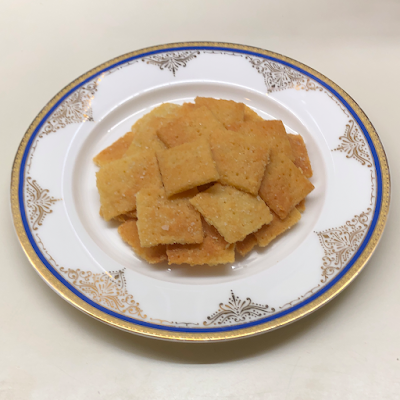 Photo of prepared keto cheese crackers on a small plate