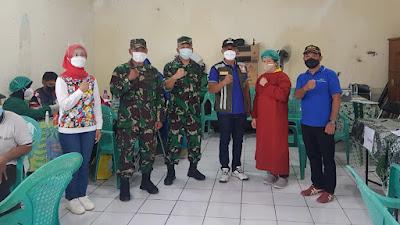 Danramil Matraman Dampingi Kakesdam Jaya Tinjau Serbuan Vaksinasi di RW.07 Kayu Manis