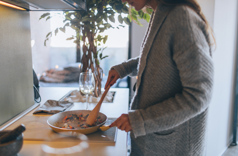 Ways To Save On Your Next Trip, cooking in apartment