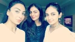 नीरू बाजवा अपनी बहनों के साथ
