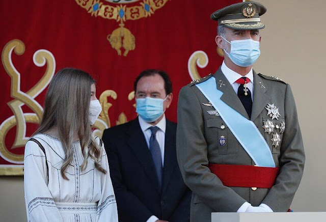 Infanta Sofia wore an embroidered eco-friendly viscose dress by Claudie Pierlot. Queen Letizia wore a light blue dress