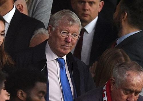 Sir Alex Ferguson visits Manchester United training ground in Carrington