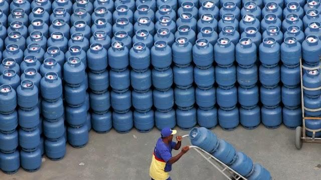 Você sabia que Botijão de gás custa 9% do salário mínimo? Confira