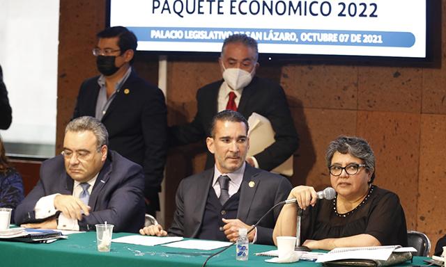 La jefa del SAT, Raquel Buenrostro Sánchez, se reúne con la Comisión de Hacienda y Crédito Público