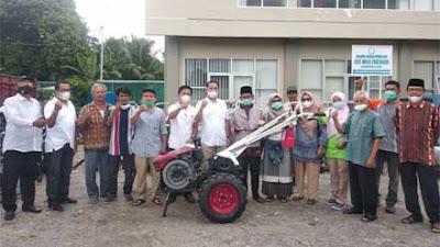 Dari Dana Pokir Syafril Huda, 9 Kelompok Tani di Agam Terima Bantuan Alsintan