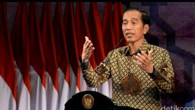 Di Depan Muka Bos OJK, Jokowi Sebut Masyarakat Tercekik Bunga Pinjol