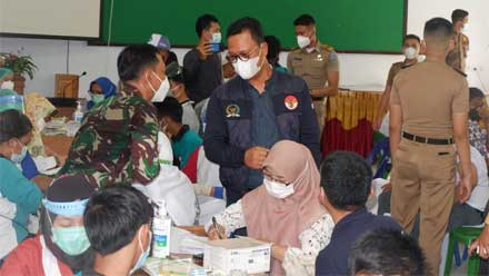 Hasan Basri Tinjau Vaksinasi Covid-19 di SMKN 2 Kota Tarakan