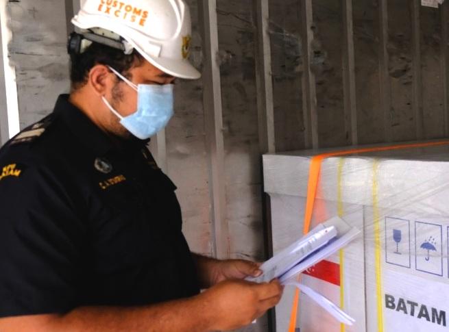 KPU BC Batam Percepat Layanan Impor, 122.400 Vaksin dari Singapura untuk Kepri
