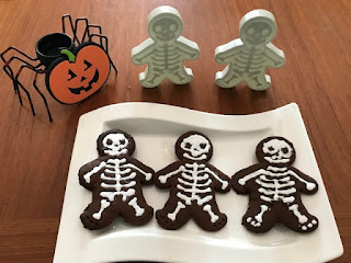 Gingerdead Man cookies with bones outlined in icing