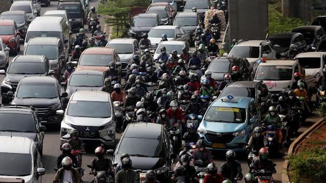 Siap-siap, Penjualan Motor dan Mobil Bensin Akan Disetop!