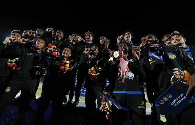 Brace Ricky Ricardo Cawor Bawa Papua Juara Sepak Bola PON XX.lelemuku.com.jpg