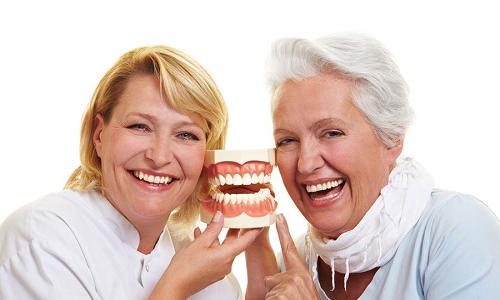 Người cao tuổi và các vấn đề về sức khỏe răng miệng