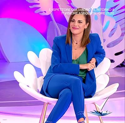 Bianca Guaccero abbigliamento completo blu Detto Fatto 13 ottobre