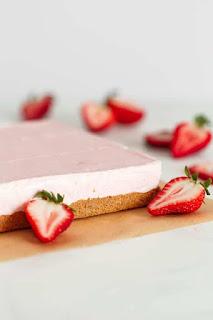 cach-lam-cheesecake-dau-tay-khong-nuong-5
