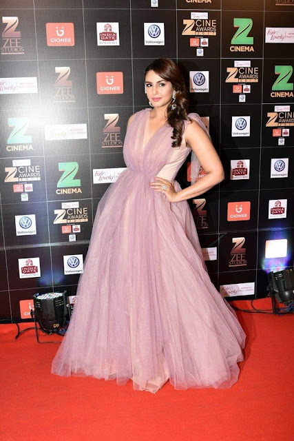 Bollywood Actress Huma Qureshi Photos In Sleeveless Pink Dress Navel Queens