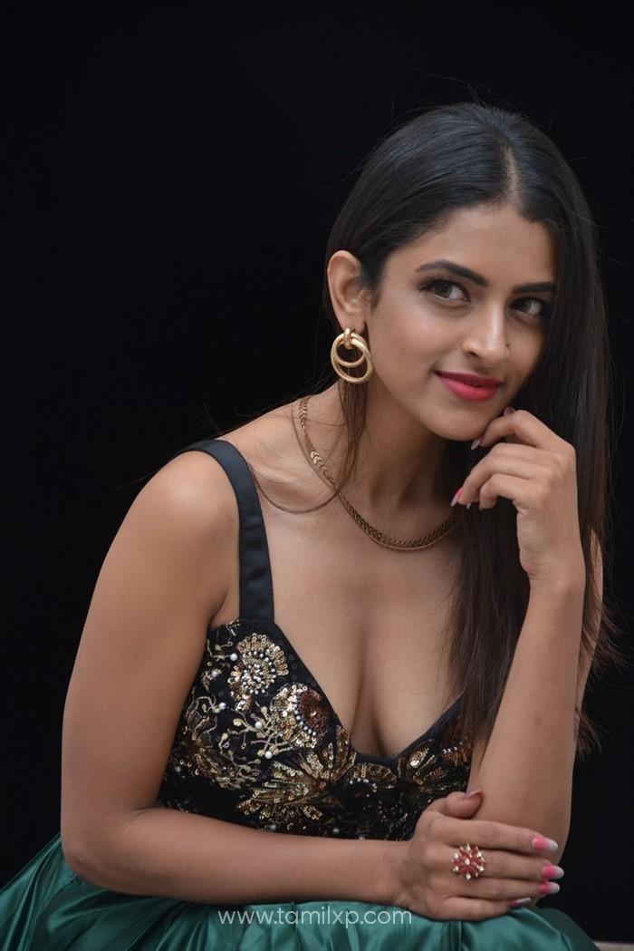 Actress Prachi Thaker Stills