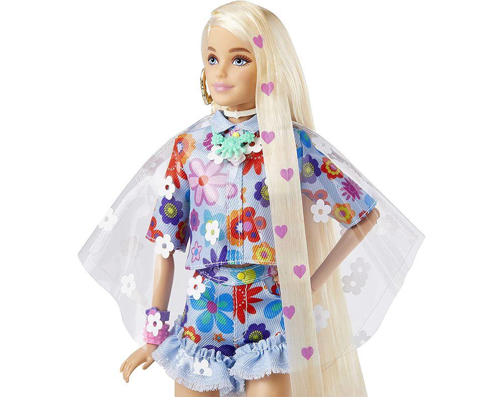 Блондинка Barbie Extra с сердечками в волосах