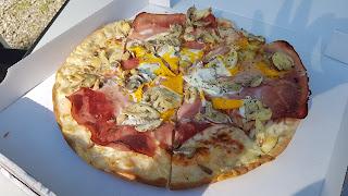 leckere Pizza von der Pizzeria Madeleine auf dem CP Banwaldsee