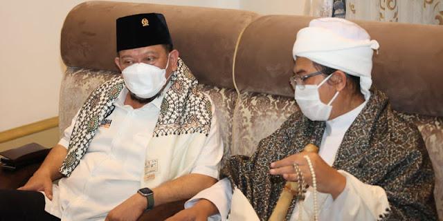 """Agar Niat Mulianya Tercapai, Ketua DPD RI Dapat """"Ijazah Khusus"""" dari Abuya Muhyidin Sumedang"""