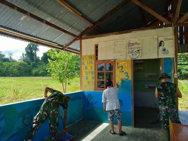 Satgas Pamtas RI-PNG dan Warga Pitewi Gotong Royong Bersihkan Posyandu .lelemuku.com.jpg