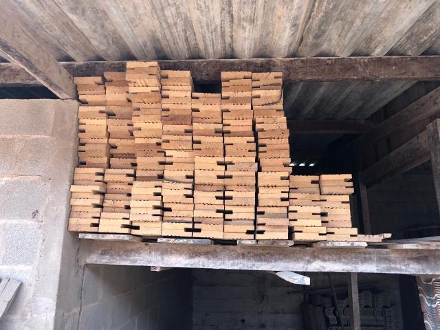 Policia Ambiental - Ter em depósito madeira sem licença outorgada pela autoridade competente