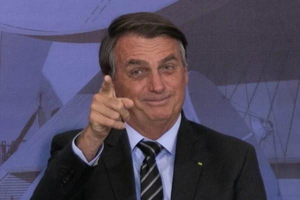 """Bolsonaro diz que não se vacinará nem após """"último brasileiro"""""""
