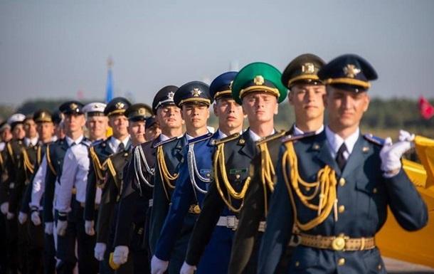 Военные на репетиции парада ко Дню Независимости спели песню о Путине (видео)