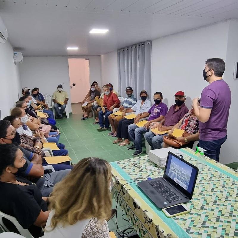 """Prefeito Alan Silveira participou, na manhã desta sexta-feira (22), de uma reunião com representantes da Região da Chapada do Apodi, para tratar sobre o programa """"Corte de Terras"""" 2022."""