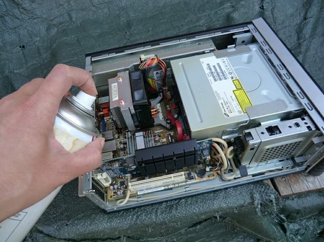 Tips Membersihkan Komputer dengan Air Compressor