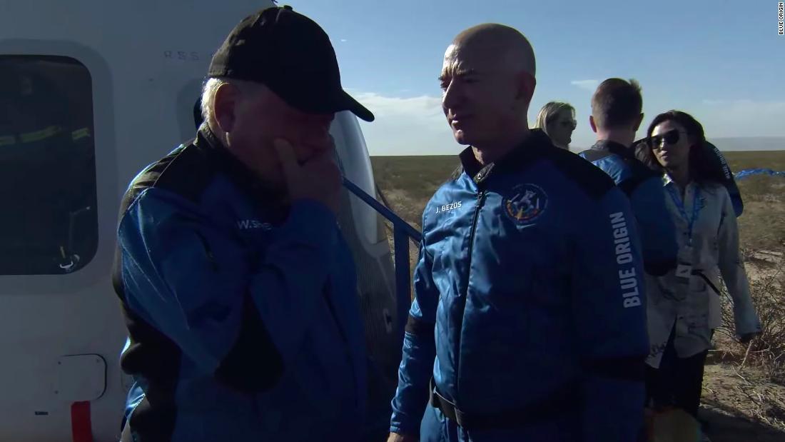 """William Shatner es la persona de mayor edad en viajar al espacio: """"La experiencia más profunda"""""""
