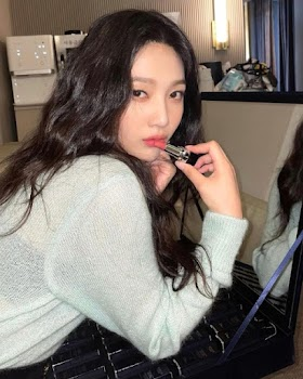 Red Velvet fans upset with Joy's sparse activity on paid subscription app Bubble