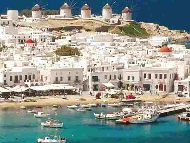 ماهي جزيرة ميكونوس اليونانية