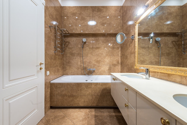 Crystal Clear: Things to Remember When Buying Shower Doors