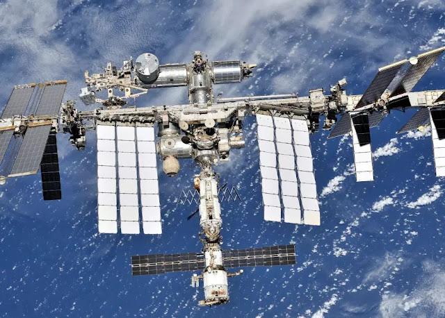 Russia: Dimenticate l'incidente di Nauka. Chi ha fatto il buco nella Soyuz?
