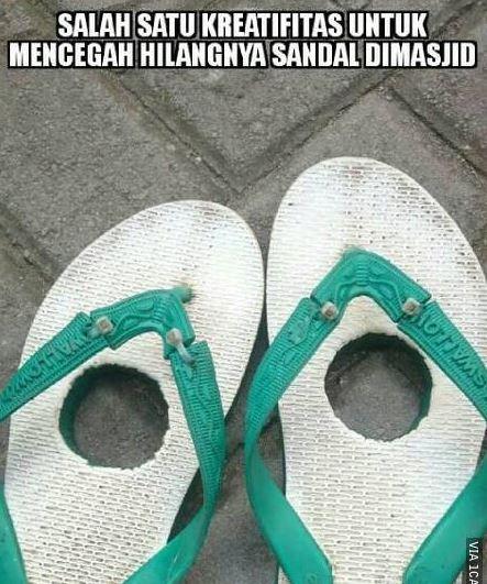 11 Meme Lucu 'Sandal Jepit' Ini Bikin Ngakak Setuju