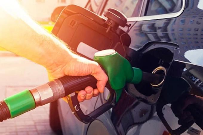 Petrol Diesel Price गोरखपुर में आज फिर बढ़े पेट्रोल और डीजल के दाम, जानिए कितना है भाव